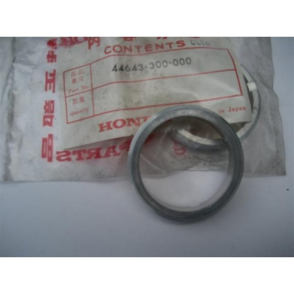 Hond F W Bearing Retainer