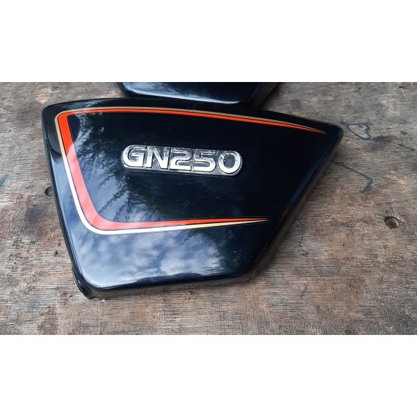 Suzuki GN250 Side Cover Left And Right (2nd)